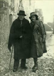Scalarini with daughter Francesca in Bocchianico (Chieti) the day he was freed from the concentration camp, December 23rd 1941.
